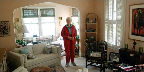 Elderly woman at home / making her home safer.
